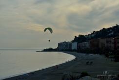 Varios deportes de aventura son populares en Almuñécar. En la foto uno de los tantos parapentistas que vi esa tarde.
